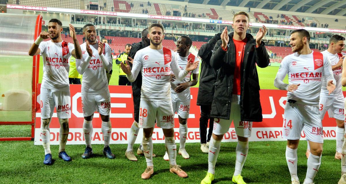 Nîmes écrase Dijon (4-0) et renoue avec la victoire